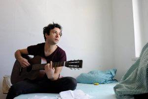 SOHEYL's Musik ist eine Mischung aus Folk-Pop und Indie
